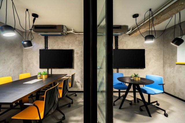 Desain Ruang Kantor Kecil Manfaatkan Sisa Ruang Yang Ada