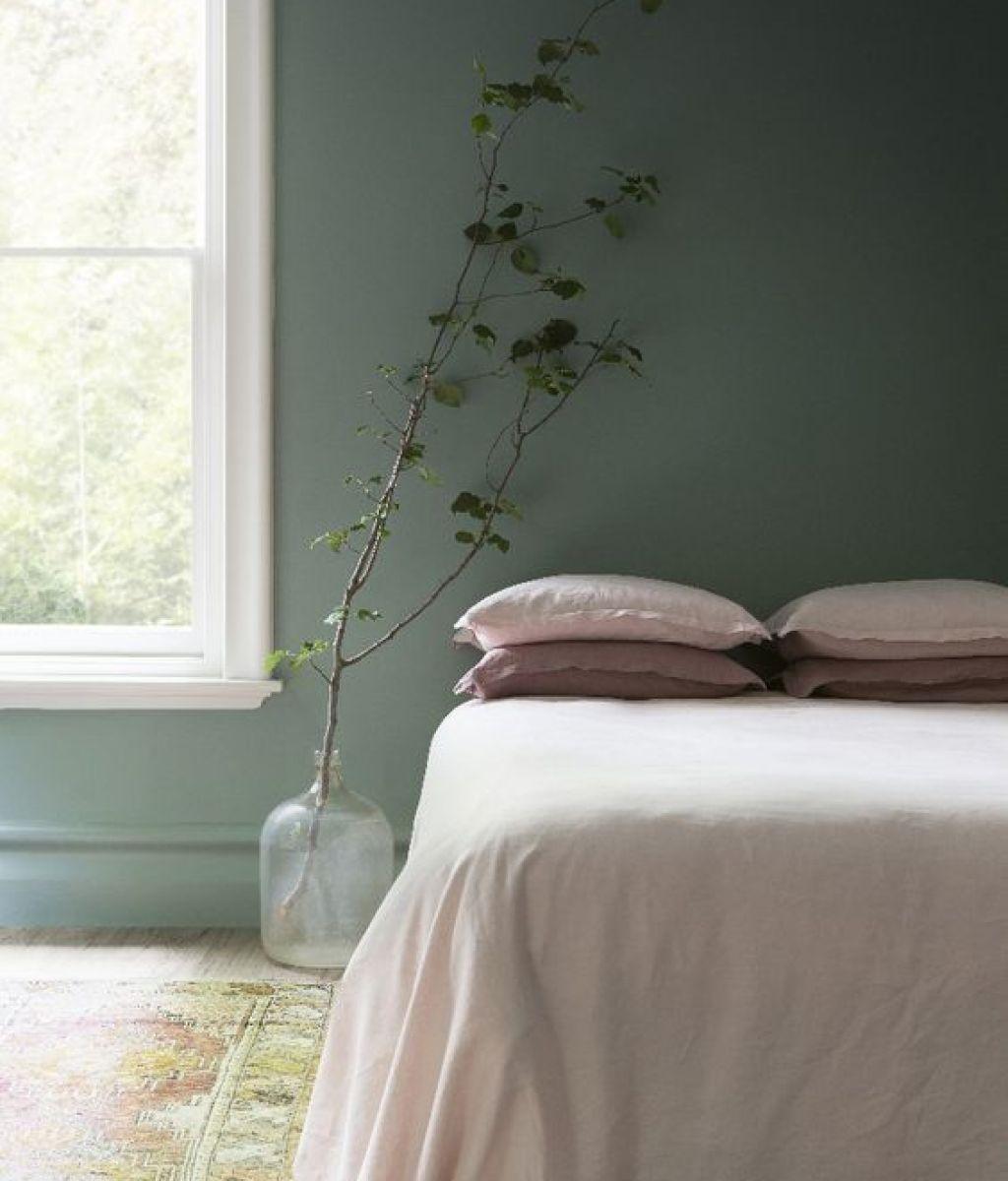 warna hijau hutan atau jungle green untuk kamar tidur