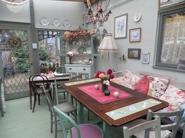 Desain Ruang Makan Ala Kafe Sulap Ruang Makan Biasa Jadi Serasa Di