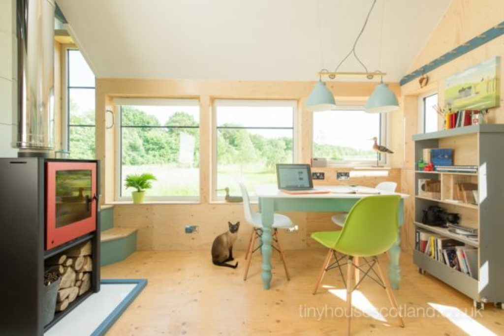 Desain rumah kecil yang fungsional; desain home office