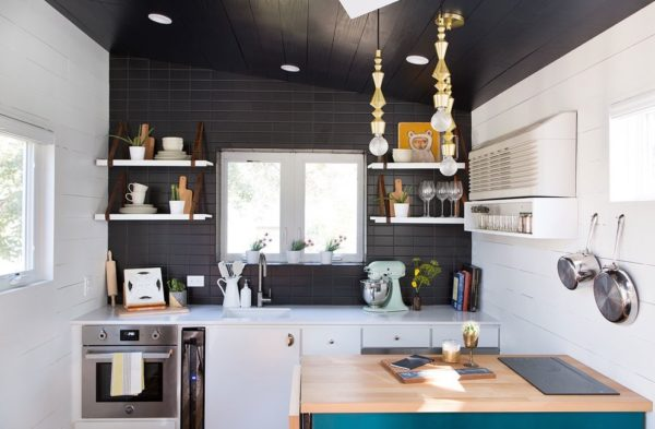 desain rumah kecil yang fungsional; desain dapur/pantry