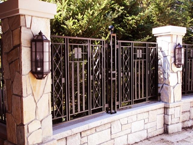 Desain Pagar Rumah Klasik Penampilan Fasad Rumah Gaya Klasik Yang