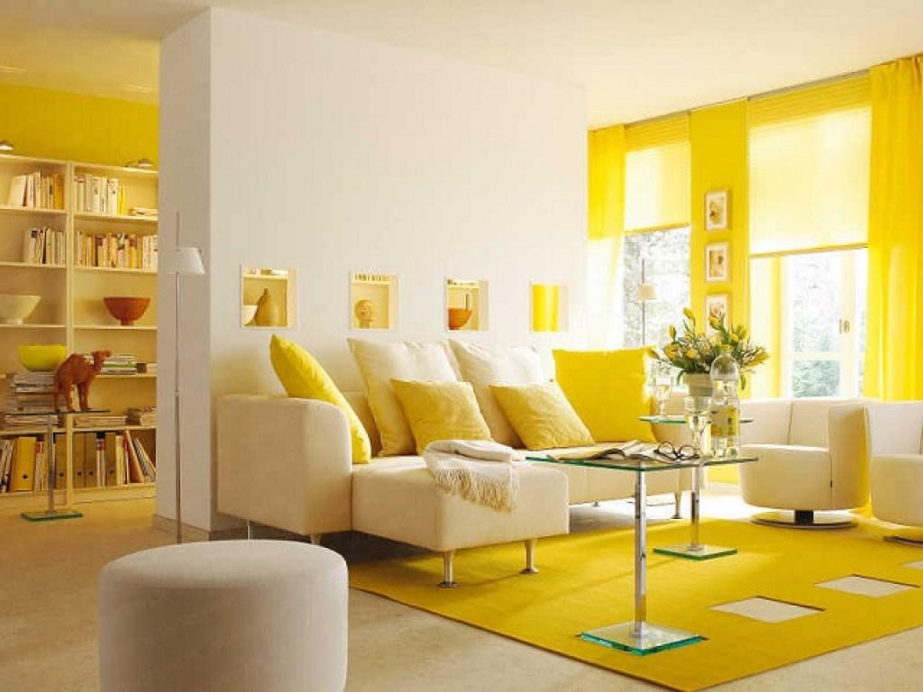 interior dengan kombinasi warna kuning dan putih