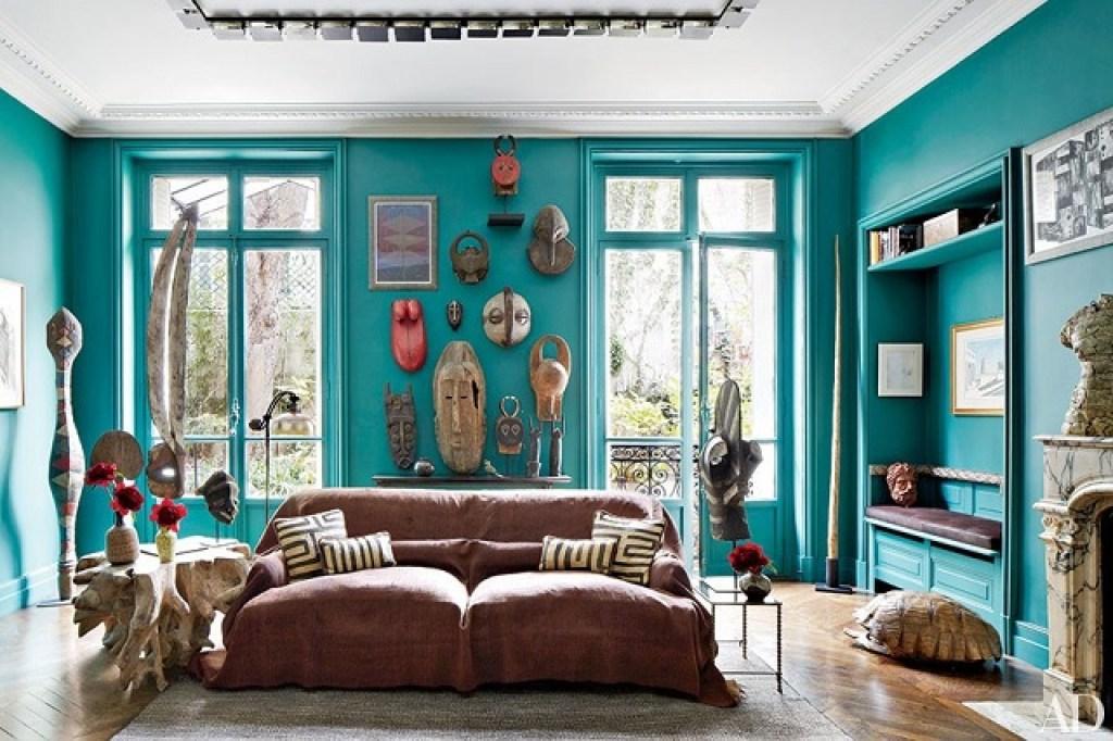 tren desain interior dengan penerapan skema warna-warna berani