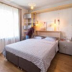 Mini apartamento lleno de ideas creativas de almacenamiento y decoración 08