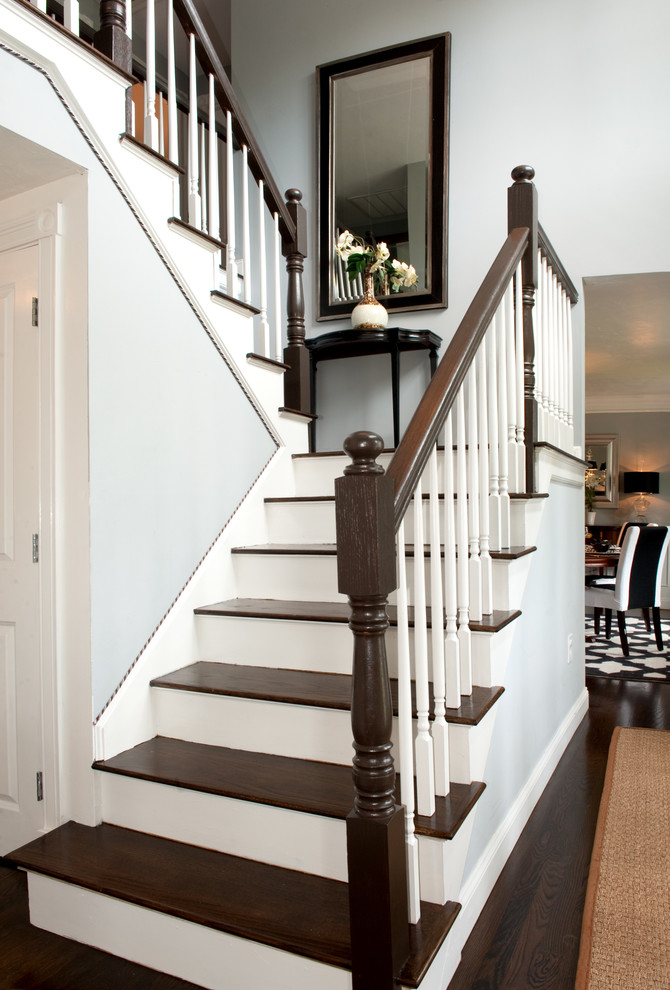 20 Excellent Traditional Staircases Design Ideas