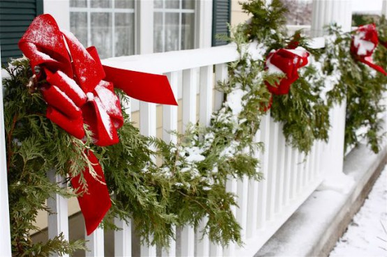 Decorazioni natalizie balcone portico e giardino guida giardino - Decorare un arco per natale ...
