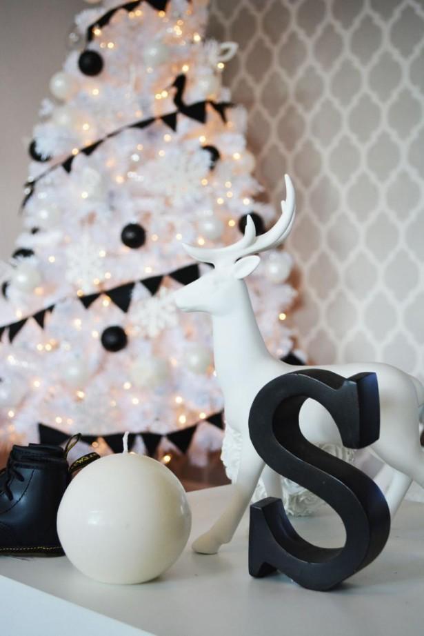 15 Impressive Black And White Christmas Decor Ideas