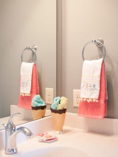 Bath-Young-Girls-IceCream