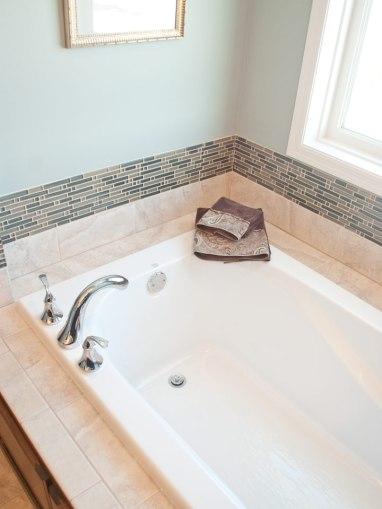 Master-Bath-Soaking-tub