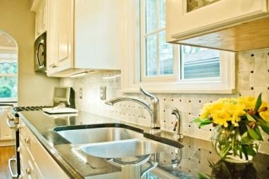 Bright and clean Kitchen sink