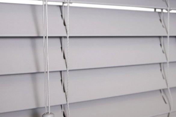 horizontale pvc jaloezien vochtbestendige raamdecoratie badkamer interiorqueen