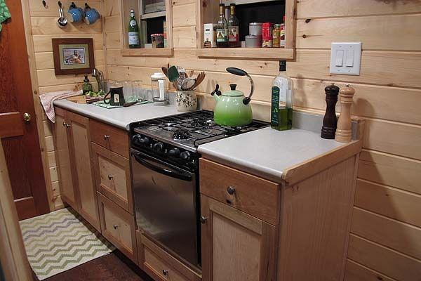 Virtuvė iš nedidelės kotedžo ant ratų Duck Chalet