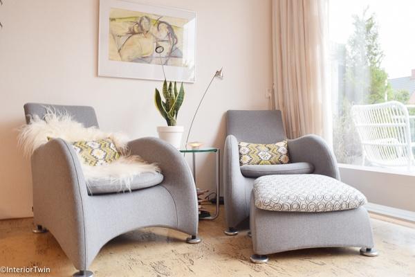 grijze stoelen opnieuw gestoffeerd