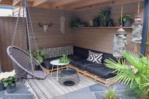 zithoek tuin zwart wit