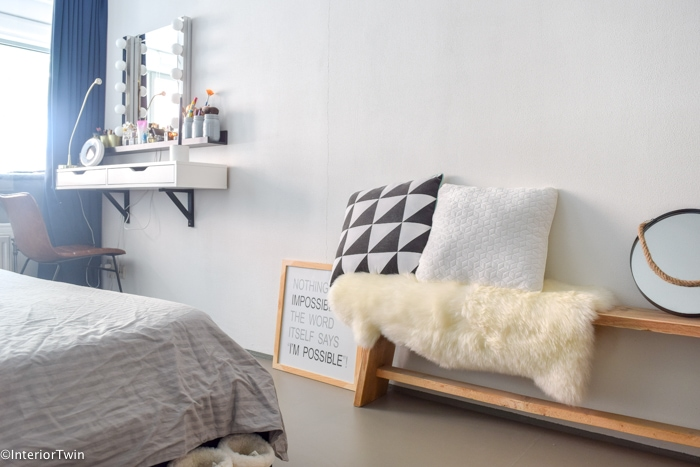 Houten Bankje Slaapkamer : Houten bankje in slaapkamer interiortwin