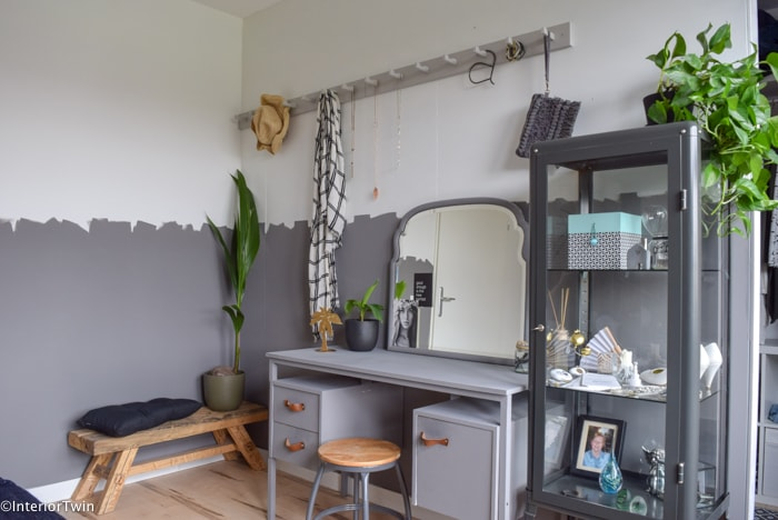 grijs en hout slaapkamer