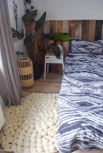 zelfgemaakt vloerkleed van lontwol gehaakt