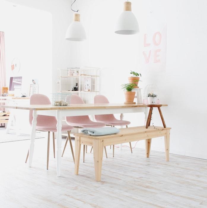 roze stoelen en bankje @jes_at.home