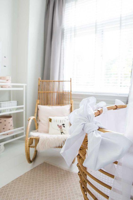 vintage schommelstoel babykamer