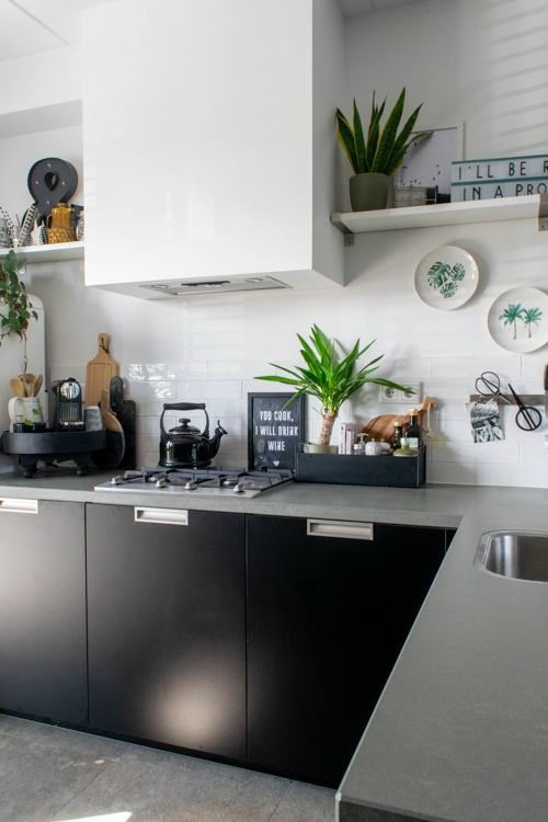 schoonmaken mat zwarte keuken