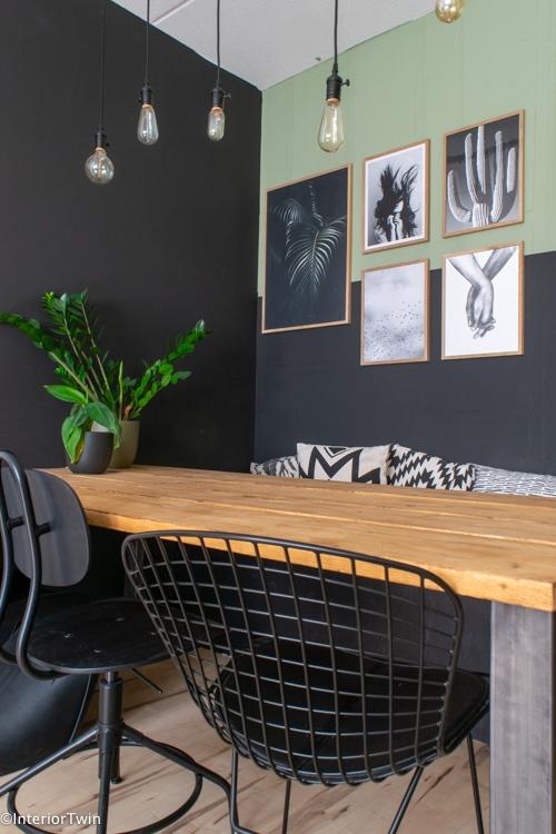 groene en zwarte muur met lambrisering