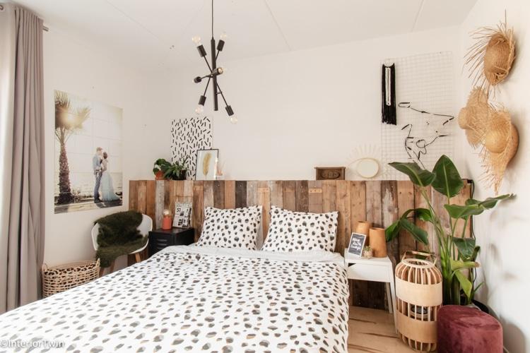 goedkope hanglamp boven het bed