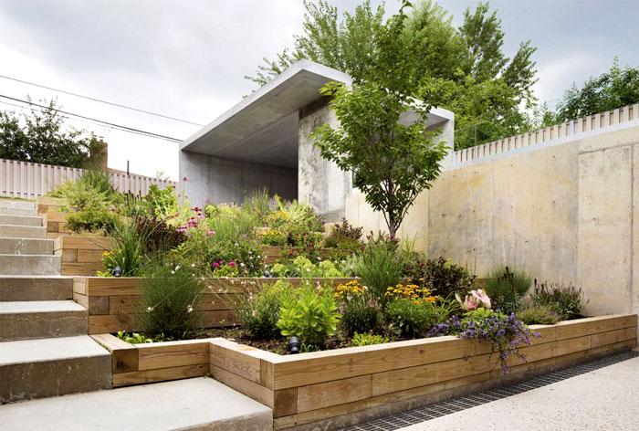3-secluded-back-garden-concrete-partitions-wooden-terraces