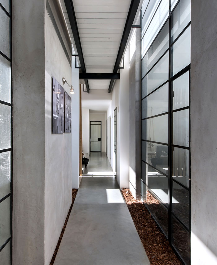 L Shaped House With Functional Interior By Neuman Hayner
