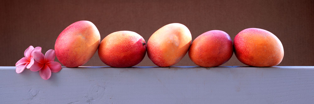 mangoes in row