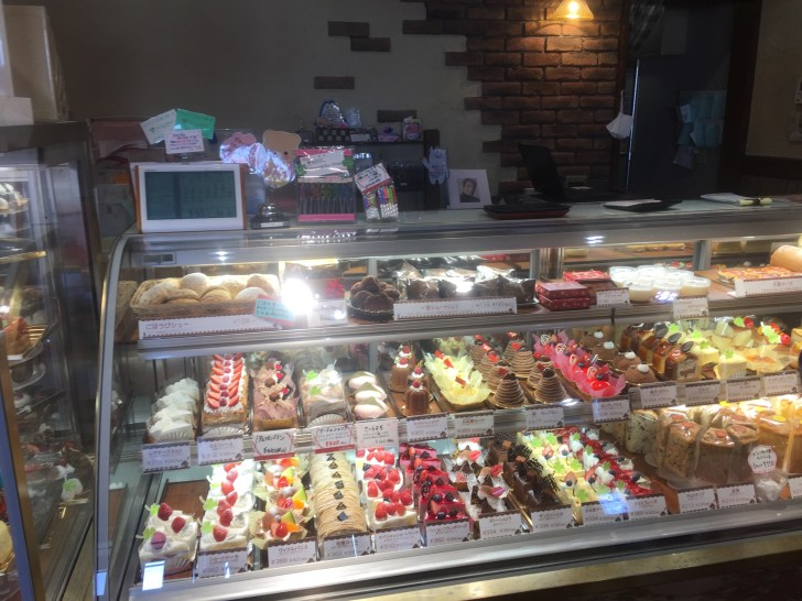 モーニングケーキ ALBINOR(アルビノール) 店内