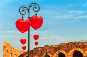 iStock 000022781001XSmall1 - U.S. Consumers May Spend the Most on Valentines Day But the Philippines Love the Most.