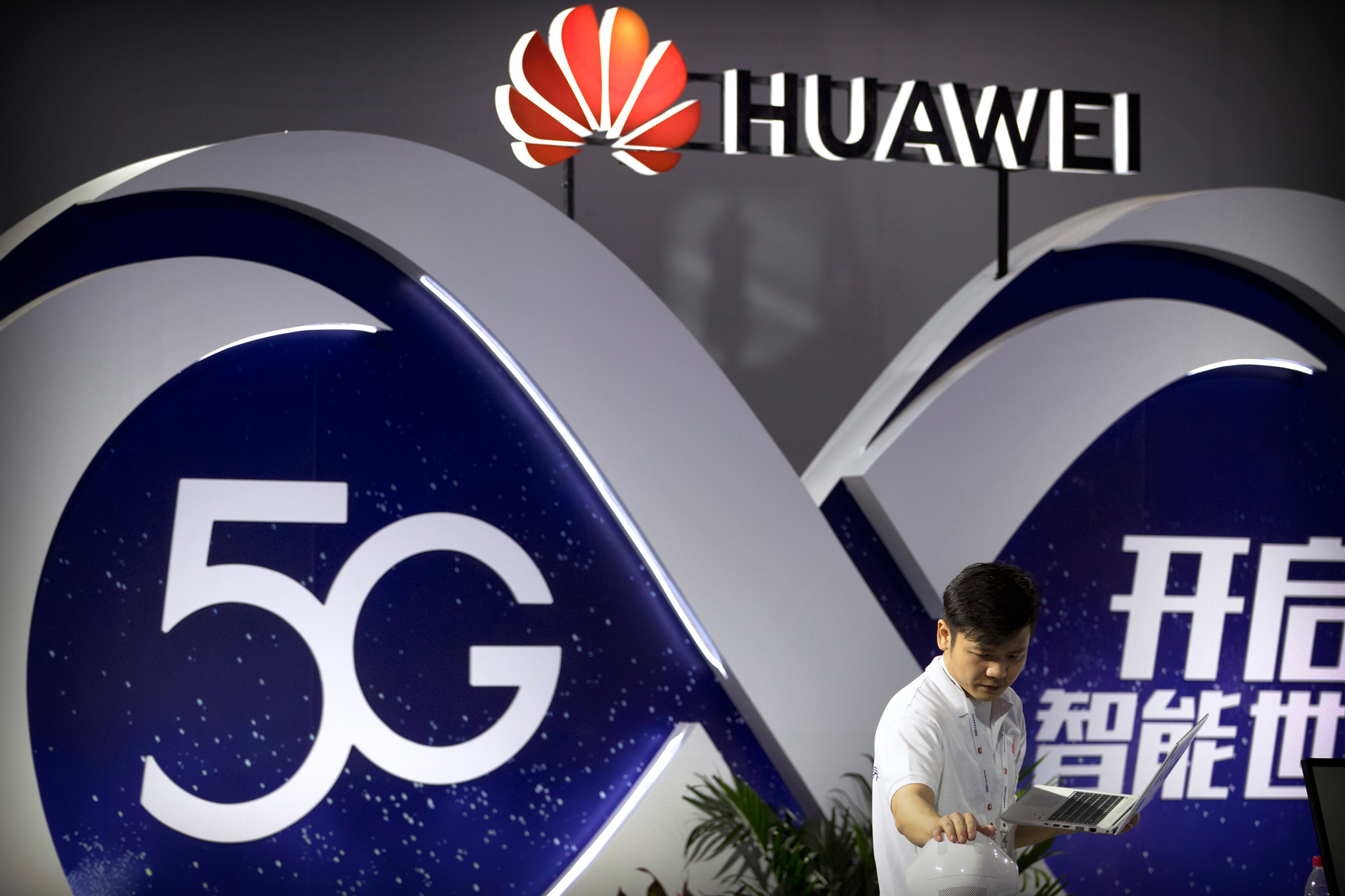UK set to phase out Huawei involvement in 5G networks by 2023
