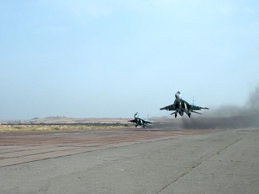 Azeris MiG-29 and Su-25 carried out tactical training flight