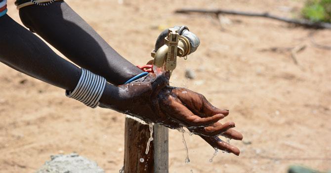 670px_Kenya_Women-and-Water