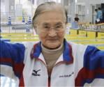 Los secretos de una admirable nadadora japonesa de 101 años