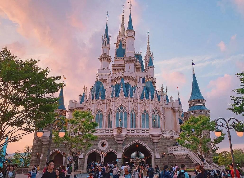 Image result for Japón cierra el tercer parque de Disneylandia más visitado del mundo por el coronavirus