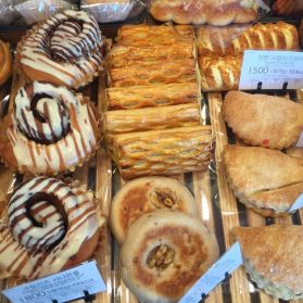 Several bakeries and snack shops near Dankook University provide places for students to escape from their schoolwork.