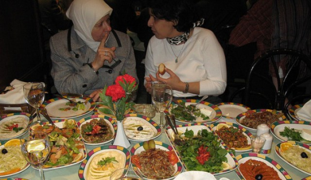 organic-food-syria-plates-home-cooking