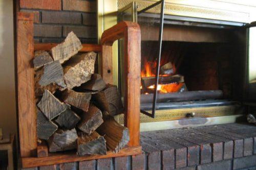 Compact firewood storage rack