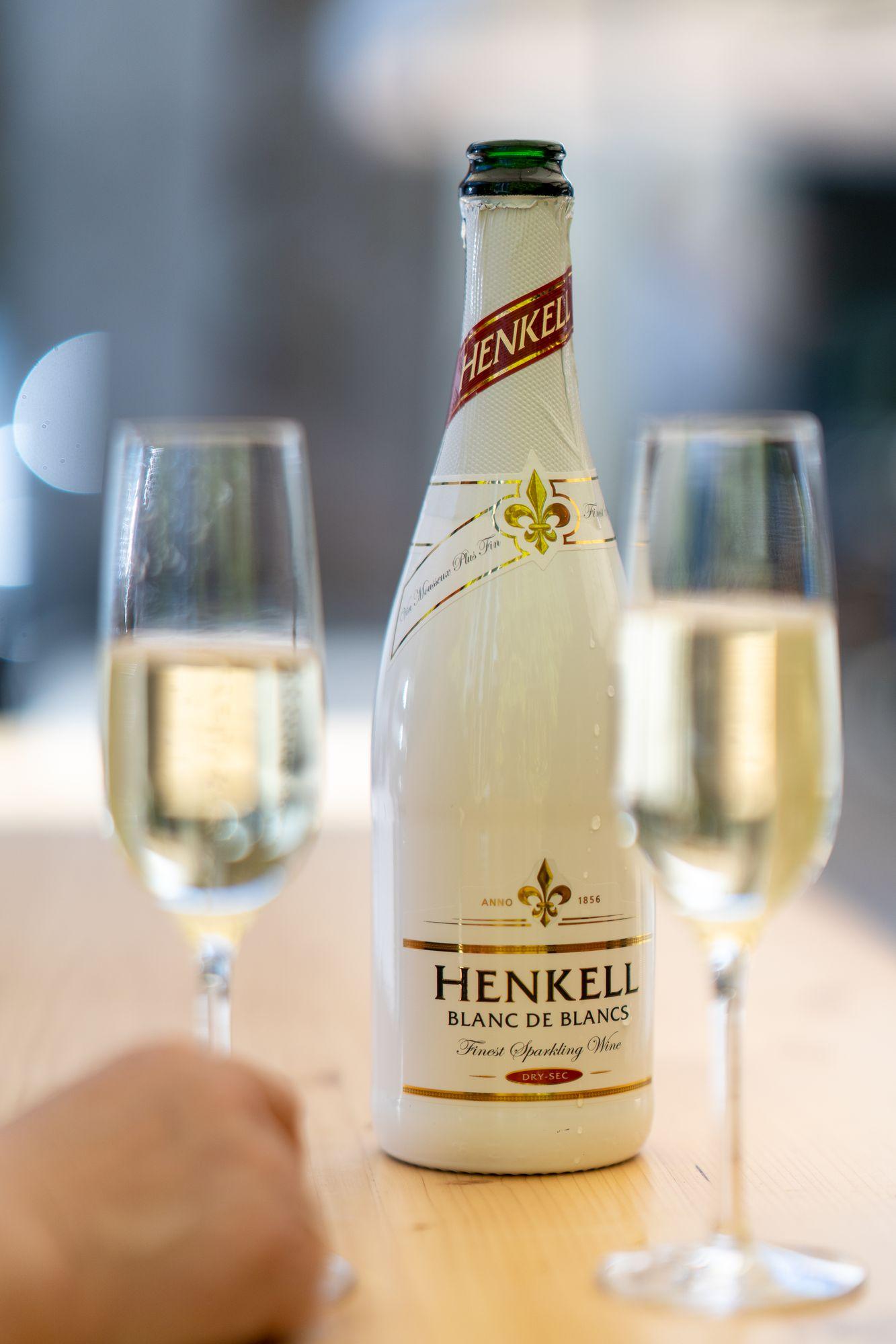 """Henkel Sekt Blanc de Blancs """"Der Berg ruht"""" Erlangen 2021"""