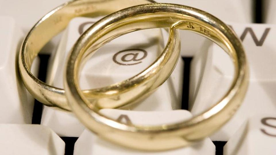 Heiratsschwindler High Resolution Stock Photography And Images Alamy