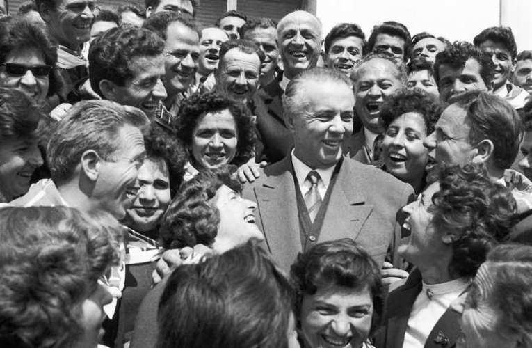 A szocializmus után romantikázóknak! – A kommunista Albániában egy vicc is elég volt a kényszermunkához