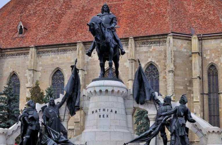 Kónya-Hamar Sándor: Kolozsvár - Mátyás király szobra előtt