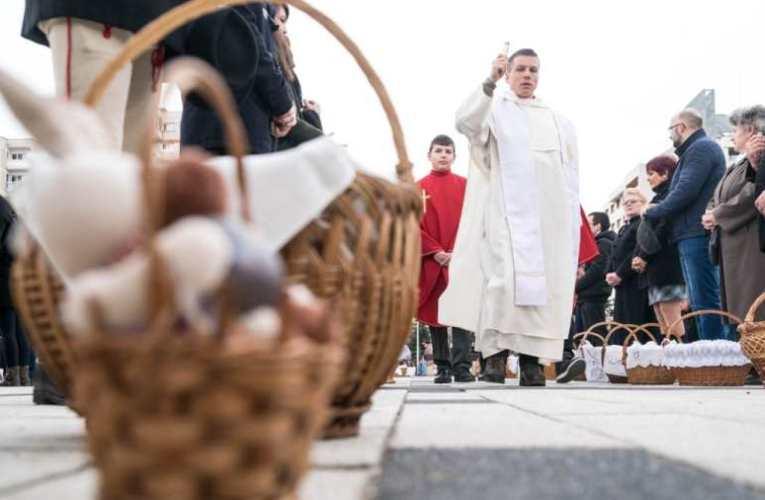 Húsvét – Csíkszeredában több mint 3500-an szenteltették meg az ételüket 📺