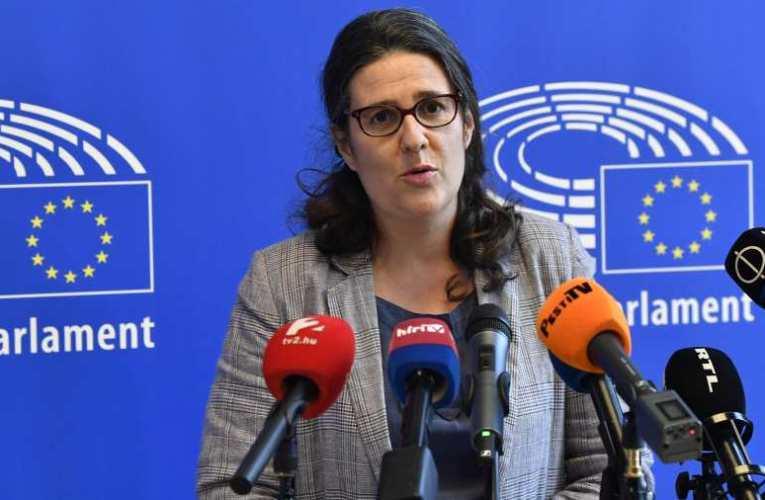 Szörnyű: Több helyen is ellenségesen bántak az vizsgálódó Libe bizottság tagjaival