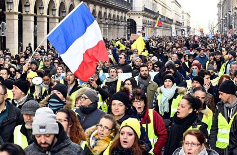 Benzinutalványt kell bevezetni az elszabadult energiaárak miatt Franciaországban