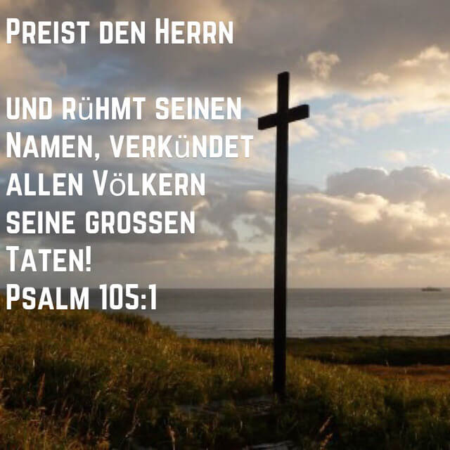 Bibelvers aus Psalm 105,1 auf Bild mit Kreuz am Meeresstrand