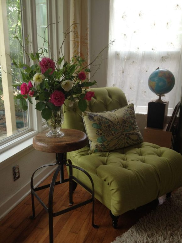 Flowers-Decoration-atop-Stool-Like-Side-Table