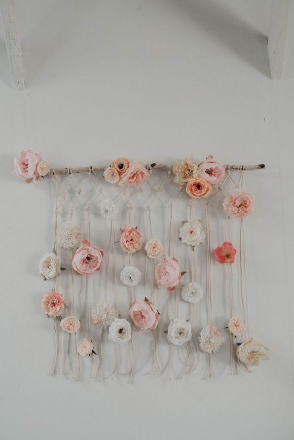 Flowers-and-String-Wall-Hanging-DIY